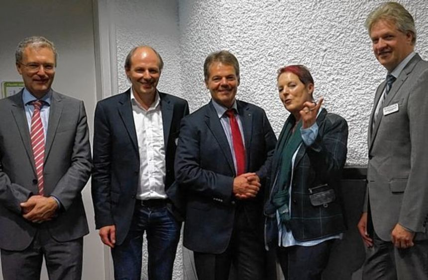 Bei der Eröffnung der Jubiläumstagung (von links) Professor Kruse (Gießen), PD Dr. Bernhard Kulzer, ...