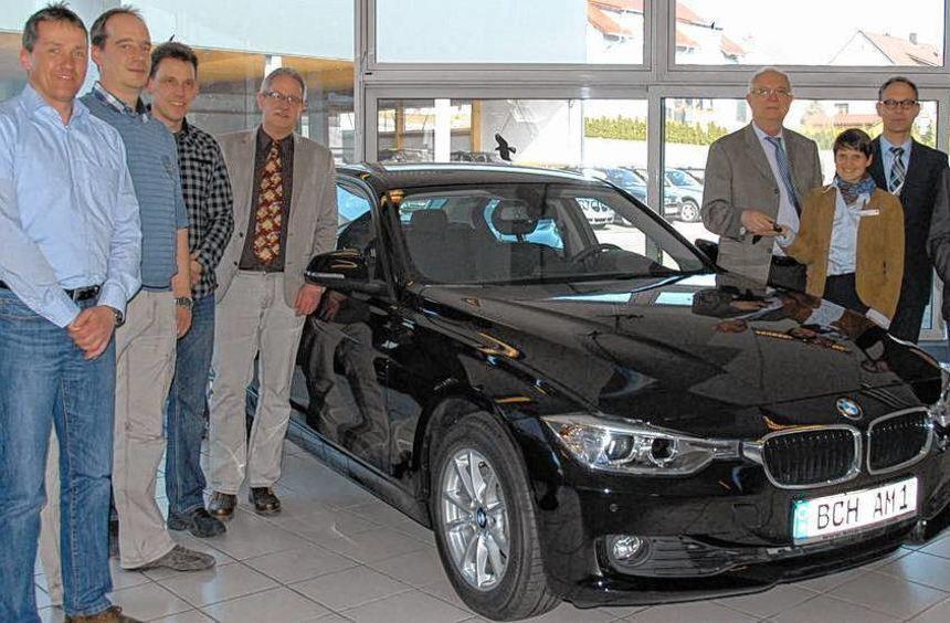 Die Auszubildenden der Jugendvollzugsanstalt in Adelsheim dürfen sich über einen brandneuen BMW ...