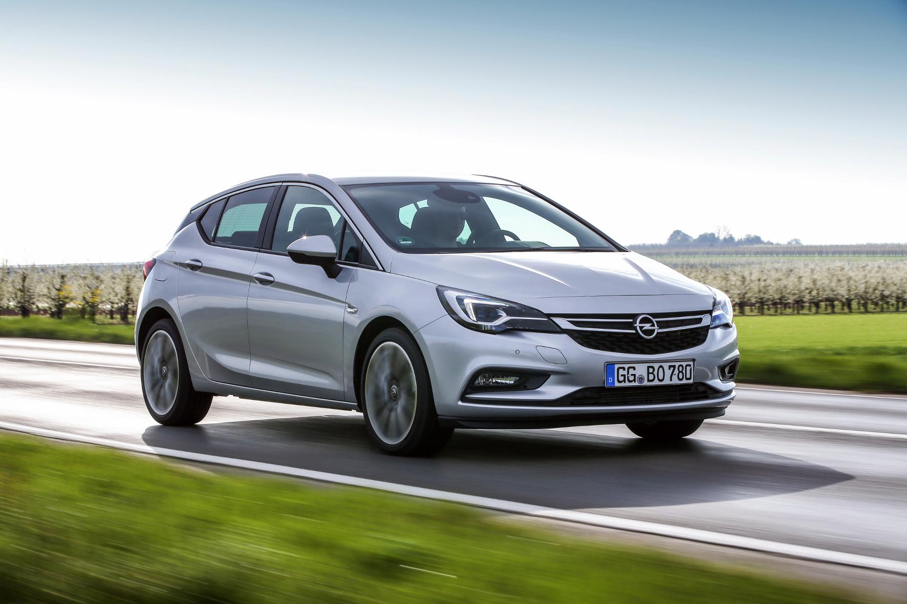 mid Groß-Gerau - Sparsam, flott und komfortabel: der Opel Astra mit neuem Biturbo-Dieselmotor.