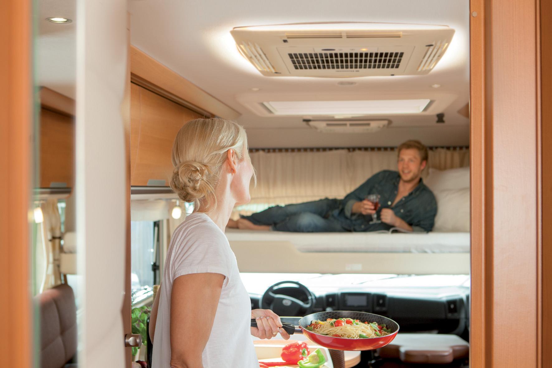 mid Groß-Gerau - Ob unterwegs oder auf dem Camping-Platz: Moderne Klimageräte sorgen im Wohnmobil für Wohlfühl-Atmosphäre.