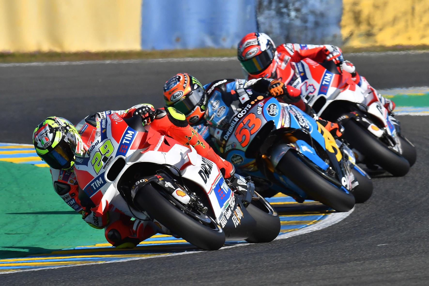 mid Groß-Gerau - Mit den richtigen Reifen sind für die Profis in der Motorrad-Weltmeisterschaft extreme Schräglagen möglich.