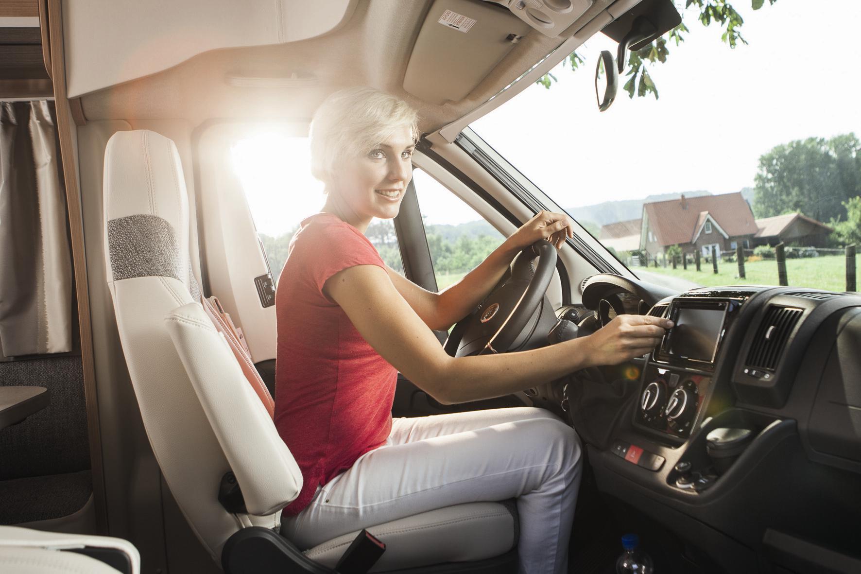 mid Groß-Gerau - Der Blick durch das Heckfenster bleibt vielen Fahrern von Transportern und Wohnmobilen verwehrt. Hier bieten elektronische Helfer ein gehöriges Plus an Sicherheit und Komfort.