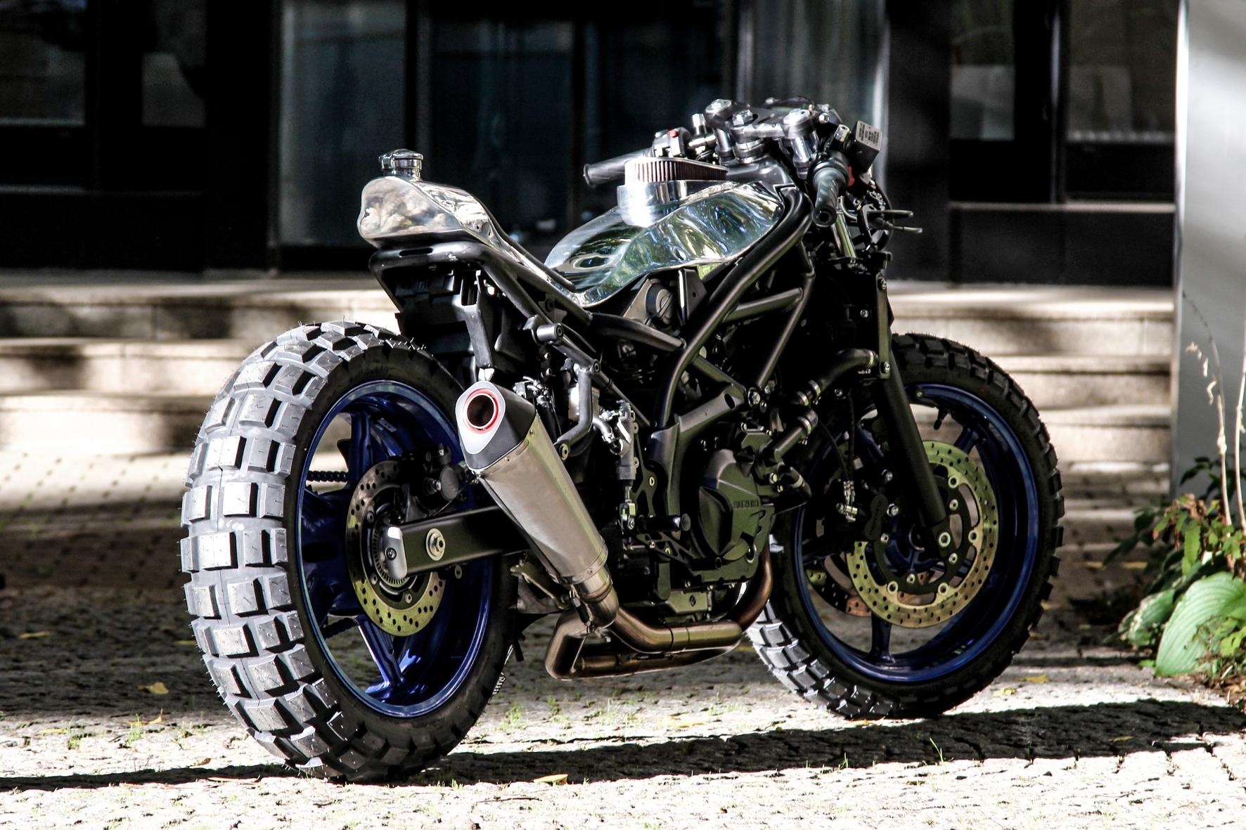 """mid Groß-Gerau - Bei der SV650 geht es Suzuki um die Essenz des Motorrades: zwei Zylinder, zwei Reifen, maximal 1200 ccm Hubraum. Name der Maschine: """"Little Bastard""""."""