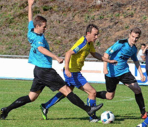 Christian Kaiser (Mitte) erzielte zwar das 1:2 für die Höpfinger in Königshofen, doch zu mehr reichte es für den TSV Höpfingen nicht, so dass der Verbandsliga-Absteiger den Kontakt zu Spitzenreiter Gommersdorf abreißen lassen muss.