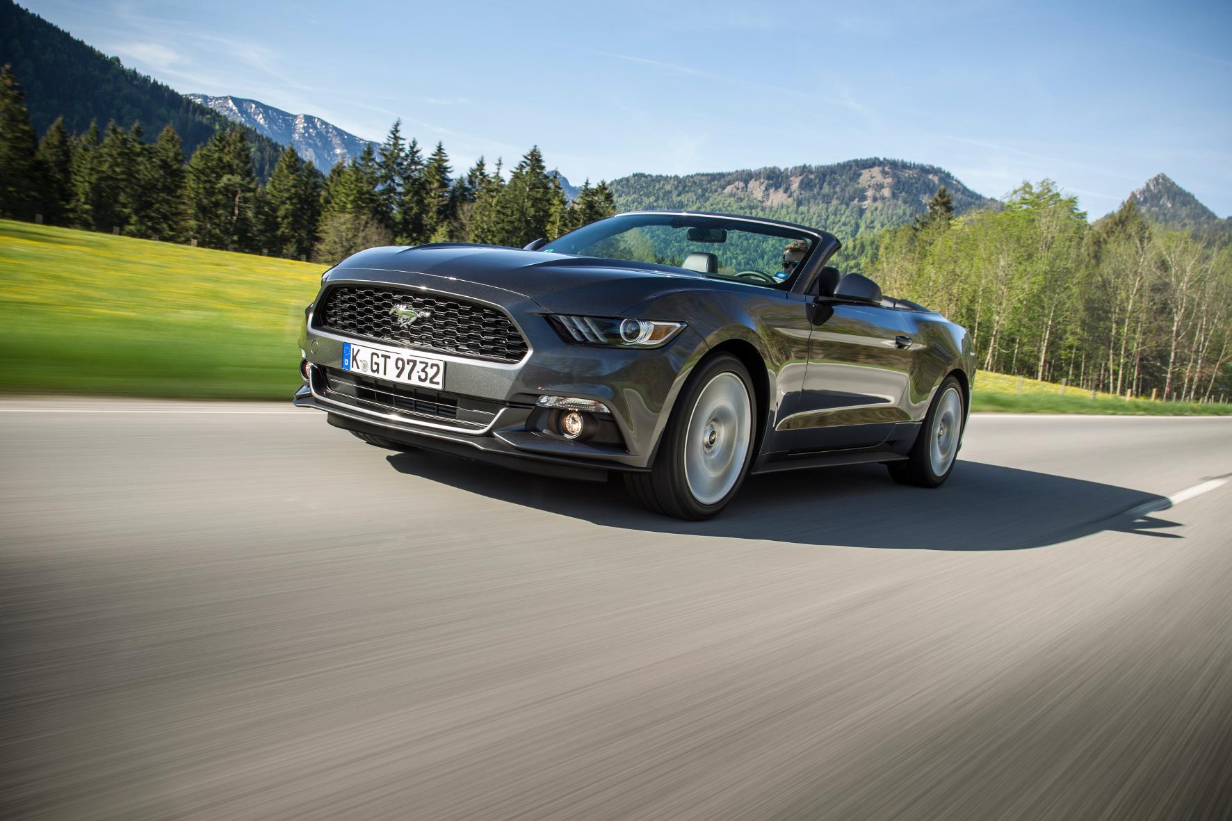 mid Groß-Gerau - Ford bietet den Mustang in der aktuellen Generation auch mit einem kleinen Vierzylinder-Motor an. Kann der dem traditionellen V8 das Wasser reichen?