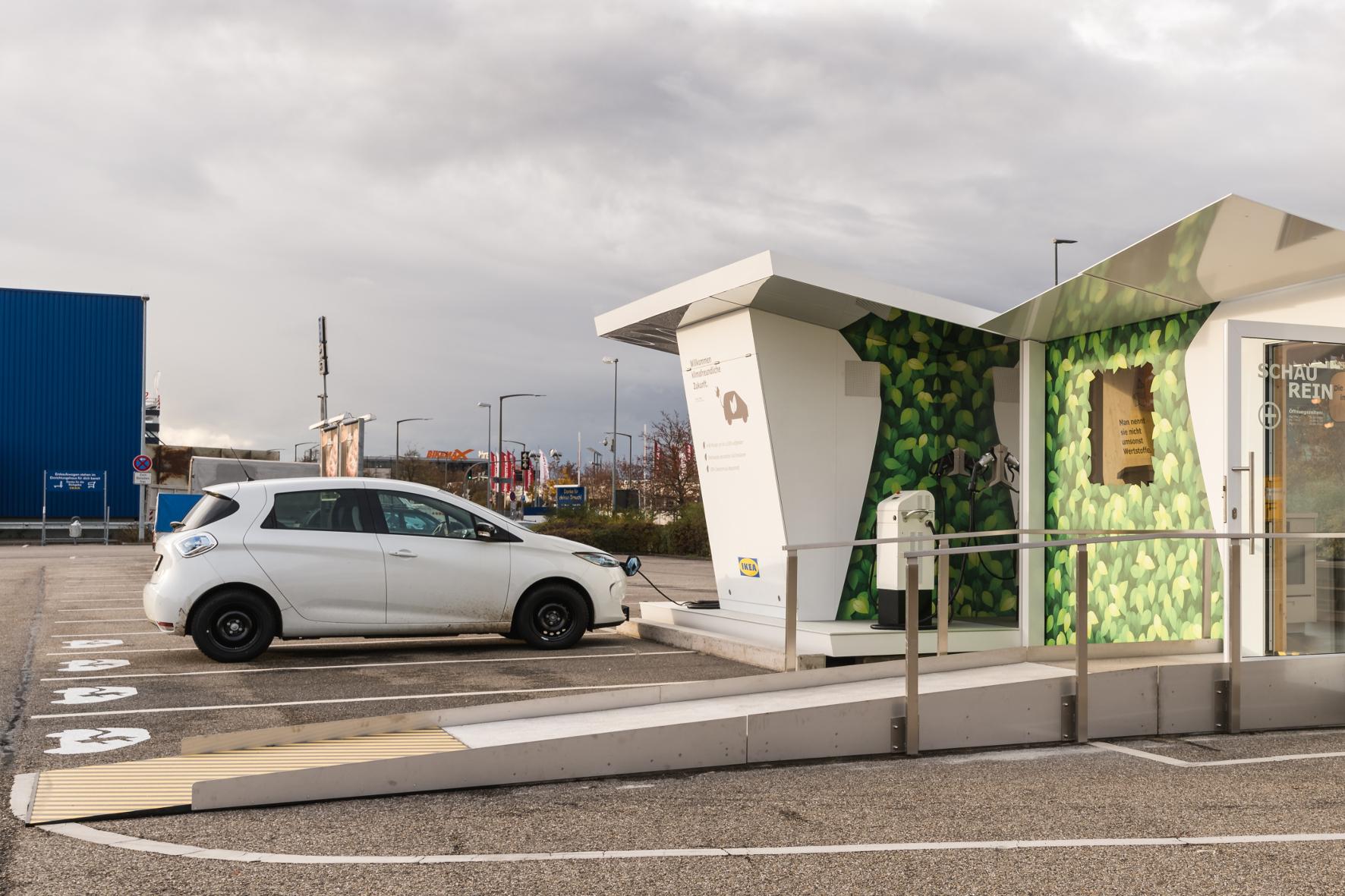 """Charge Lounge: Strom tanken im """"Wohnzimmer"""" - Aktuelles - Auto - FNWeb"""