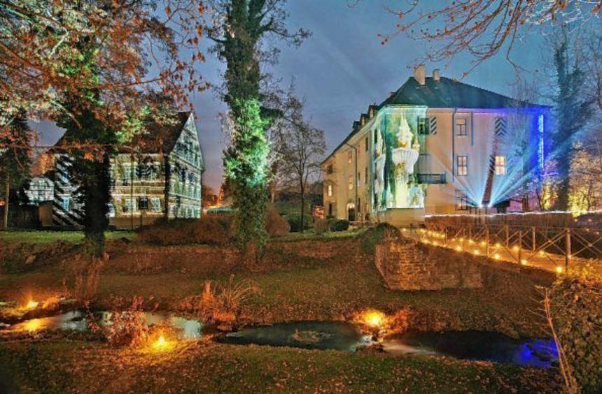 Bauwerke und Parkanlagen machen den Adelsheimer Schlosspark zu einem Gesamtkunstwerk aus Licht, ...