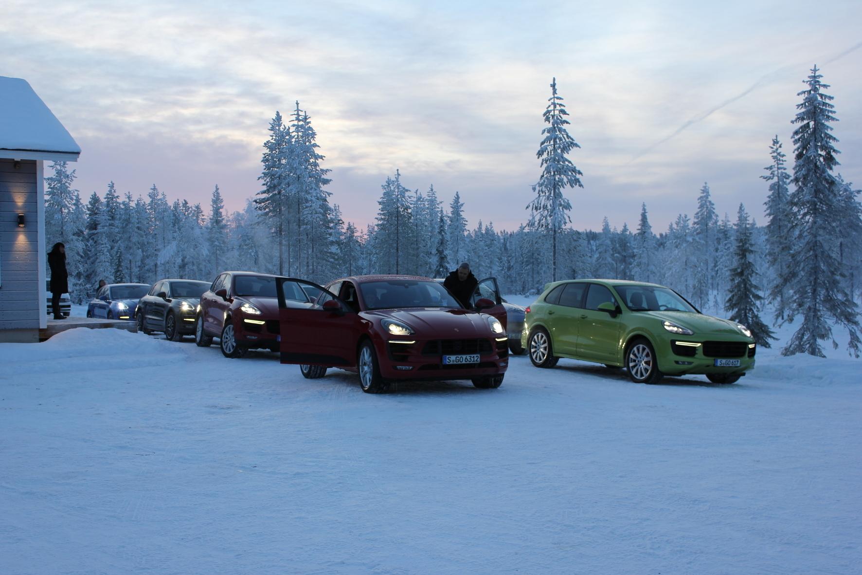 mid Kittilä/Finnland - Startklar: Mit dem seit kurzem erhältlichen Porsche Macan Turbo mit Performance Paket geht es auf Abenteuer-Tour quer durch Lappland.