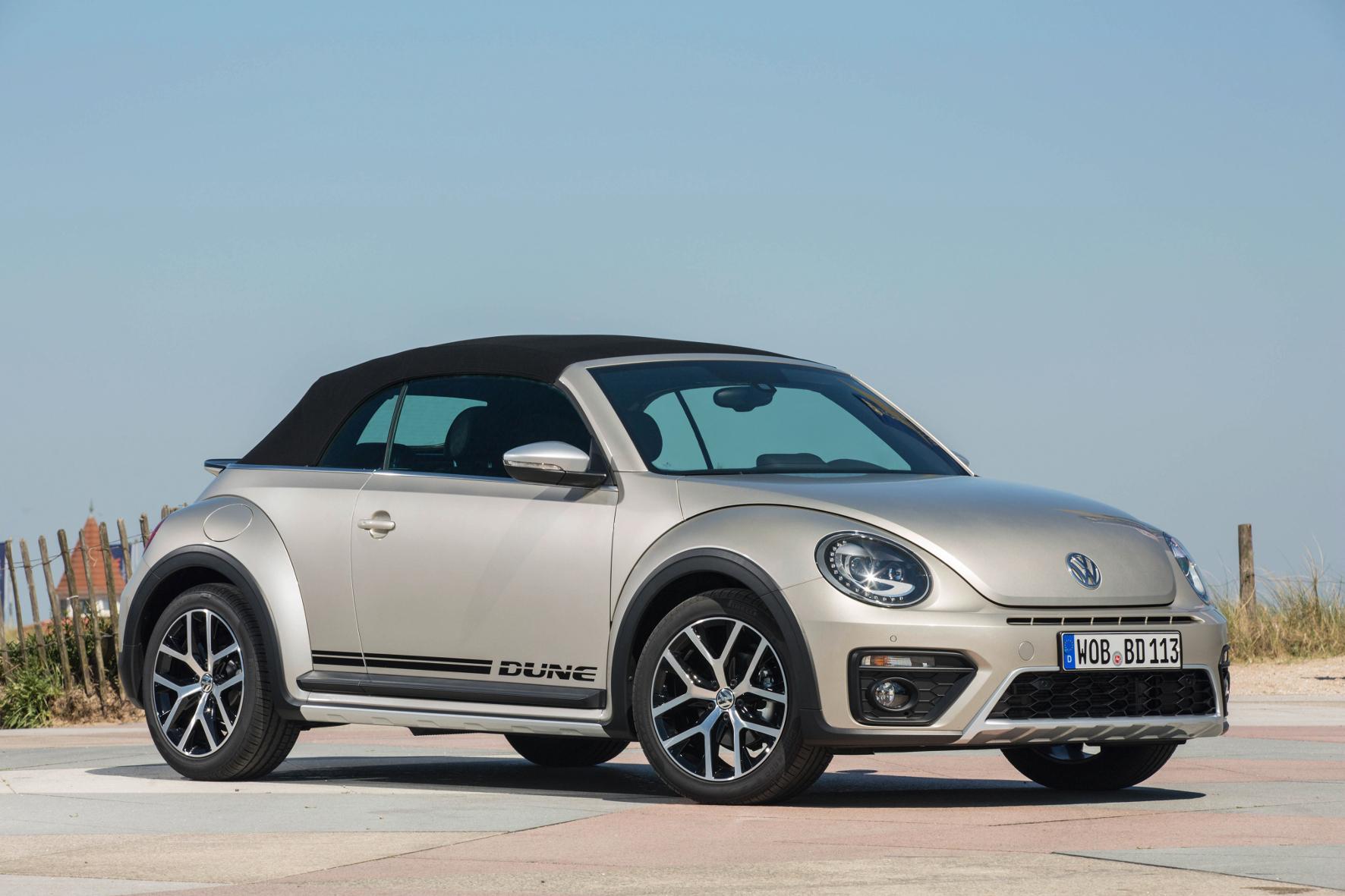 mid Groß-Gerau - Ein paar SUV-Zutaten rundum verleihen dem Beetle Cabrio in der Dune-Version einen markanteren Auftritt.