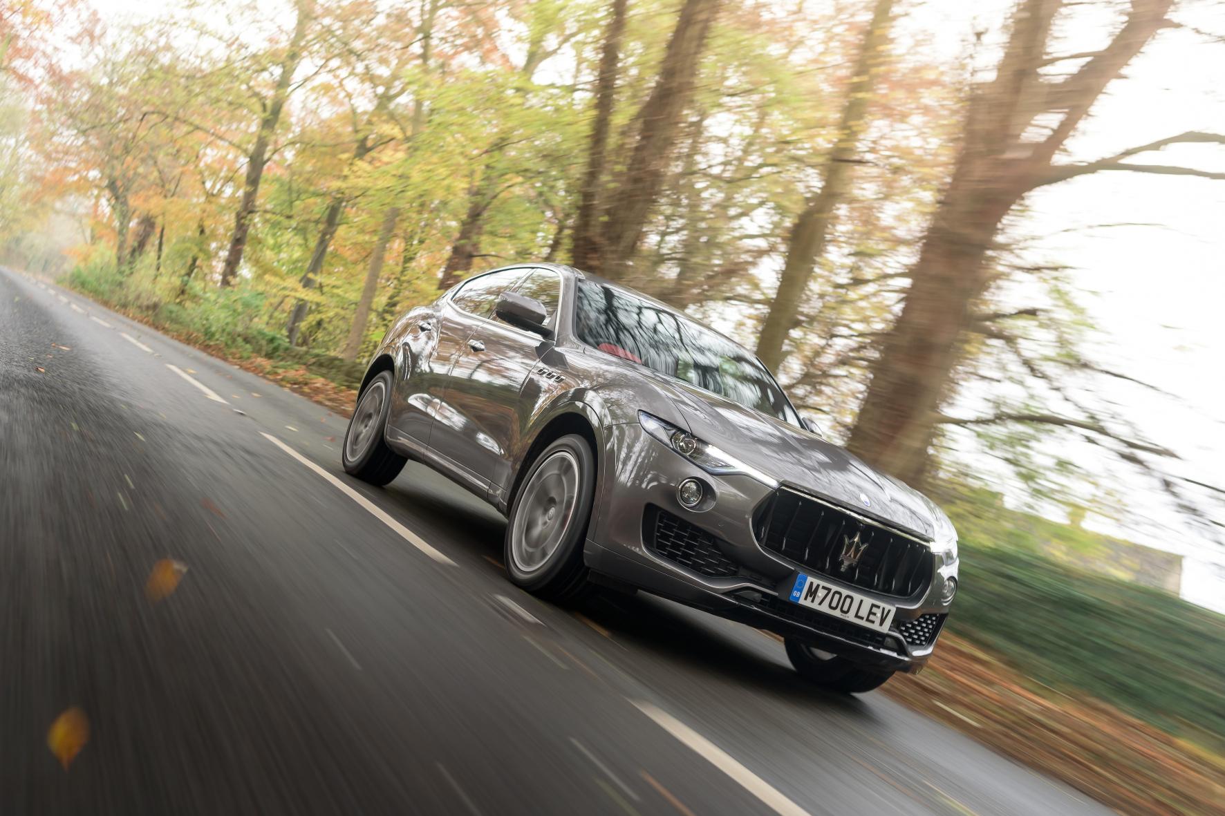 mid Groß-Gerau - Automobiler Hochsitz mit Dreizack: der Maserati Levante.