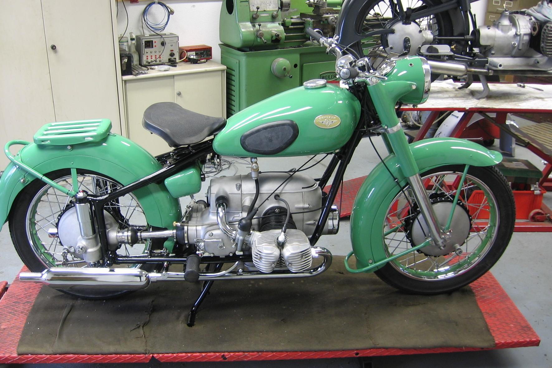 """mid Groß-Gerau - Der legendäre """"Grüne Elefant"""" - die Zündapp KS 601 ist heute ein Liebhaber Motorrad."""