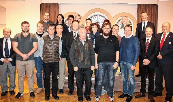 DRK-Ortsvereinsvorsitzender Raimund Rüdenauer, Franz Imhof (DRK-Markelsheim) und ...