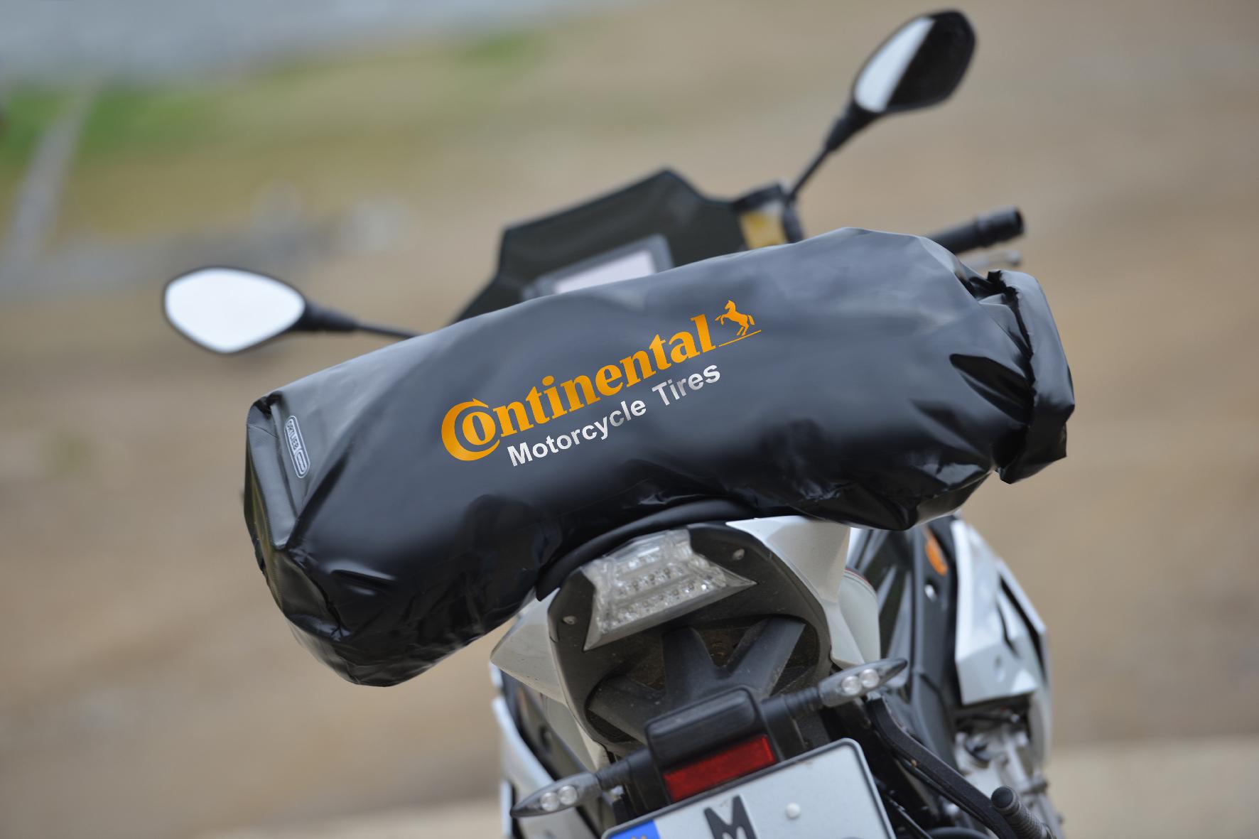 mid Groß-Gerau - Continental macht Motorradfahrern den Reifenkauf mit einem 20-Euro-Bonus oder wahlweise einer Gratis-Gepäckrolle von Ortlieb (Foto) schmackhaft.