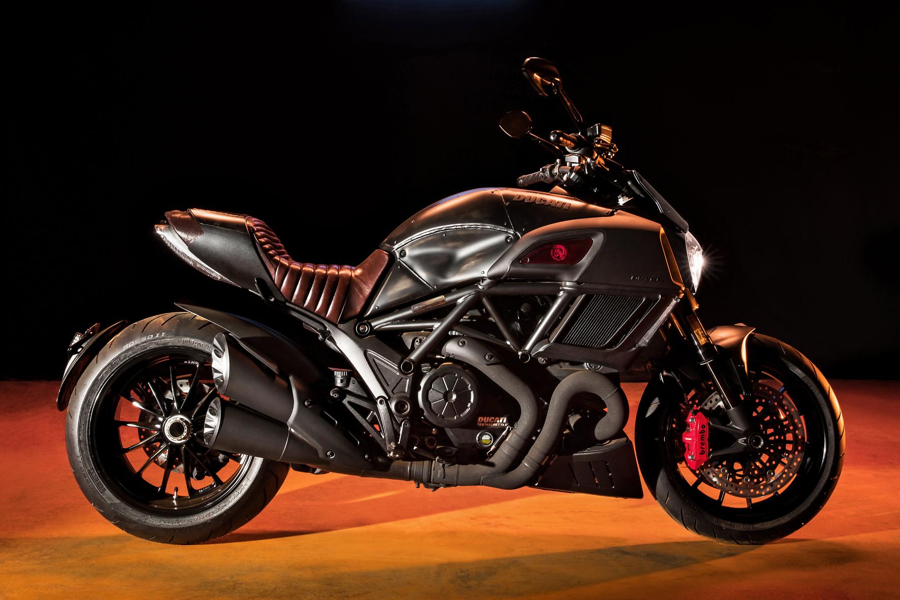 mid Groß-Gerau - Mächtig böser Auftritt: Das Sondermodell Ducati Diavel Diesel ist ab April bestellbar. Es ist eine Kooperation der italienischen Marken Ducati und Diesel.