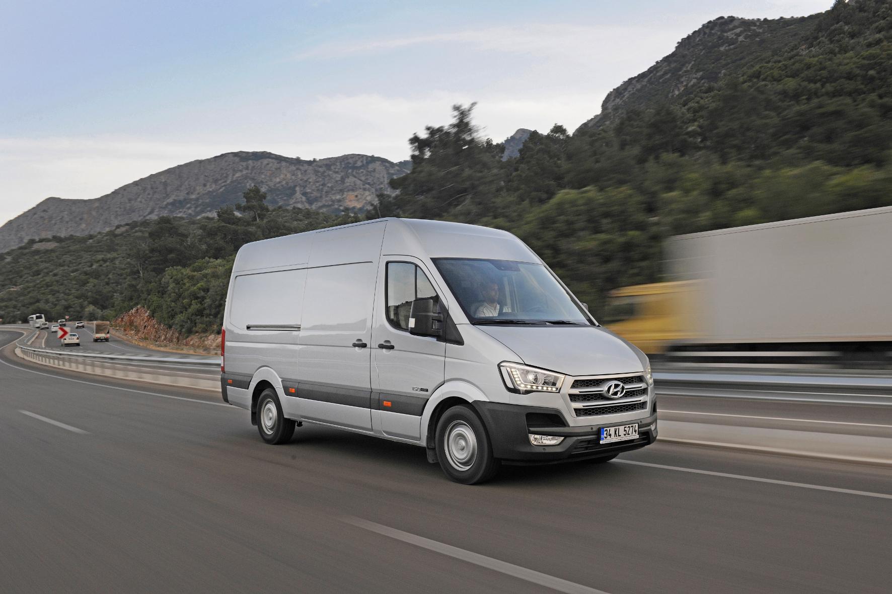 mid Groß-Gerau - Mit dem H350 Cargo zielt Hyundai auf Konkurrenten wie den Mercedes Sprinter oder den VW Crafter.