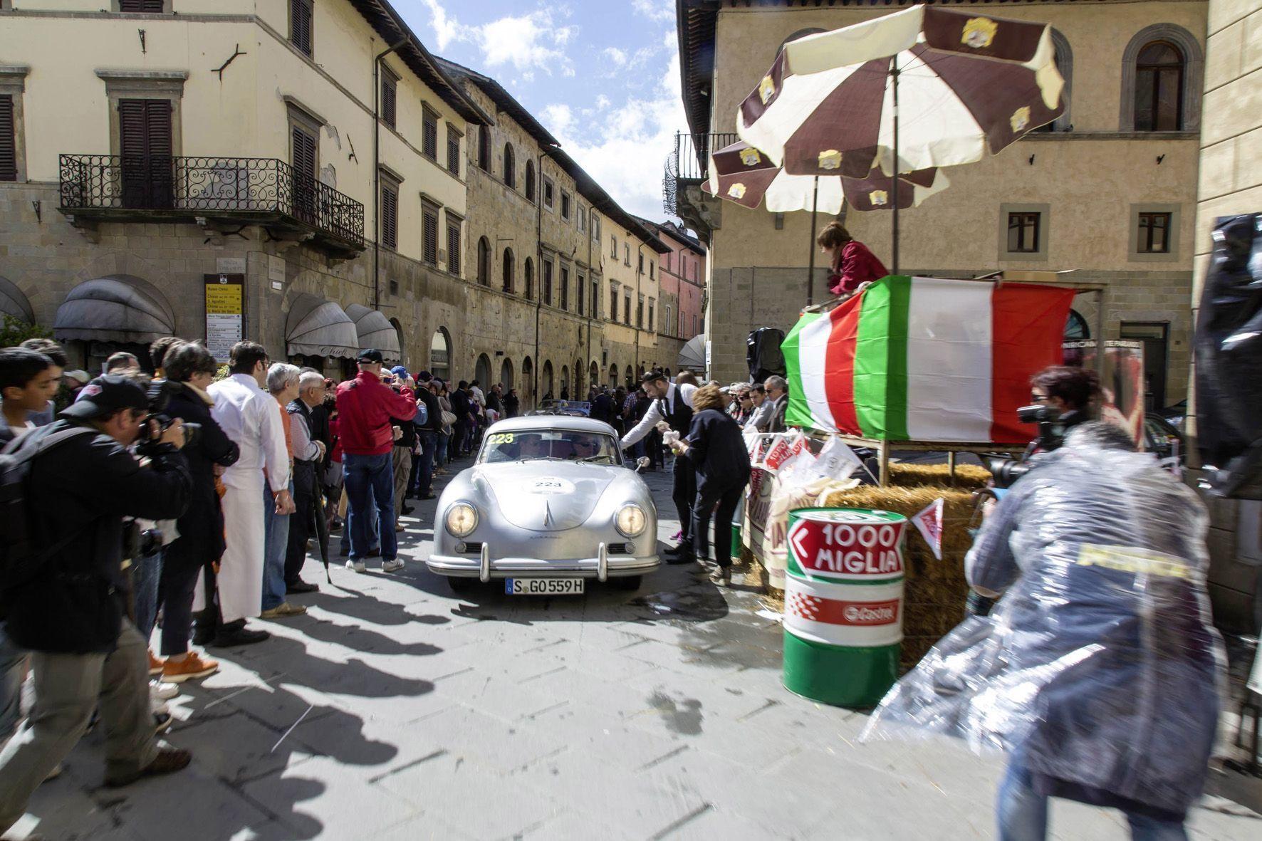 mid Groß-Gerau - Die Oldtimer-Rallye Mille Miglia zieht jährlich Tausende Auto-Fans in ihren Bann.
