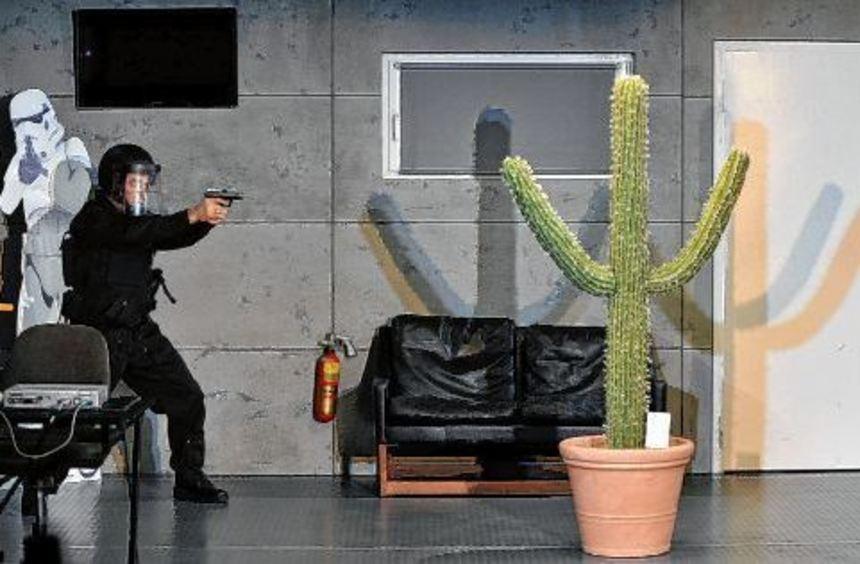 Tiefsinnig und unterhaltsam: GSG 9-Elitepolizist Jochen Dürrmann (Mainolf Steiner) und dem ...