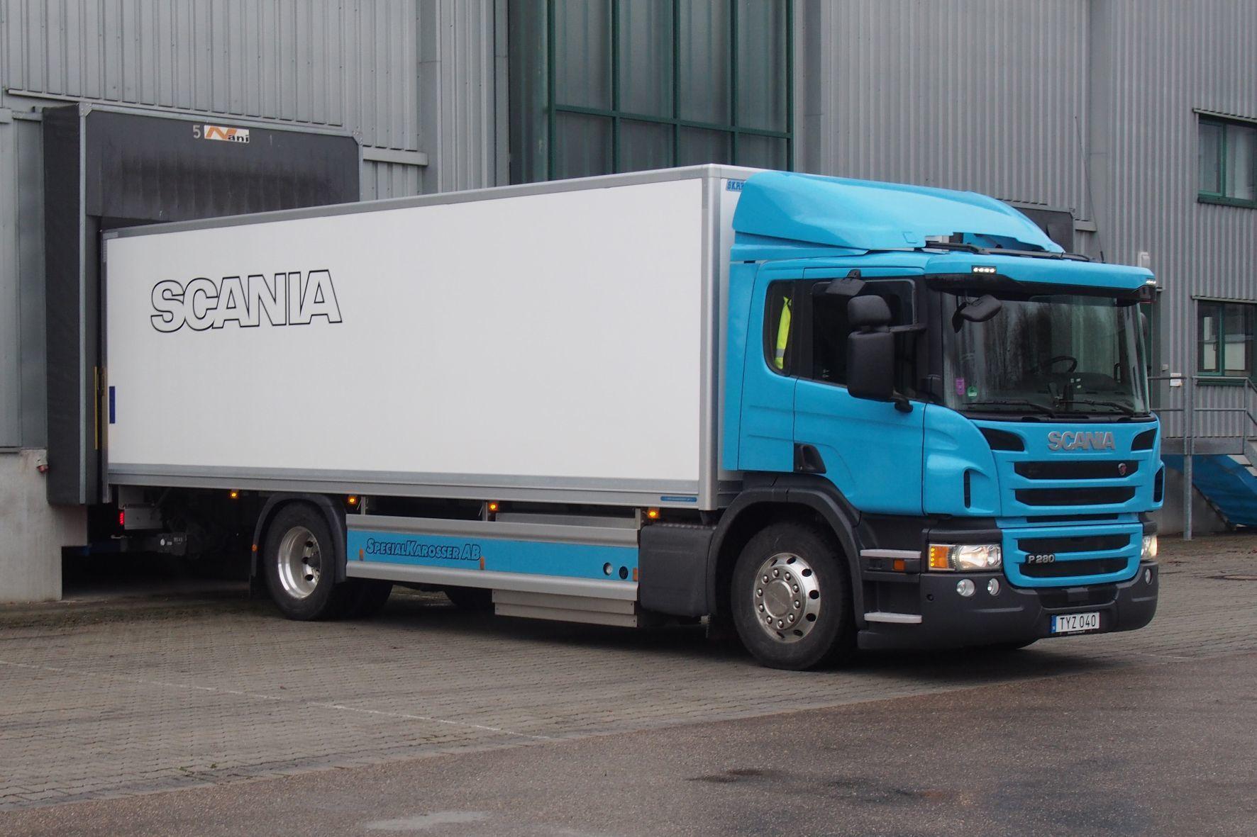 mid Groß-Gerau - Verteiler-Lkw mit langem Aufbau: Der Erdgas-Scania verlangt von seinem Fahrer keine Kompromisse.