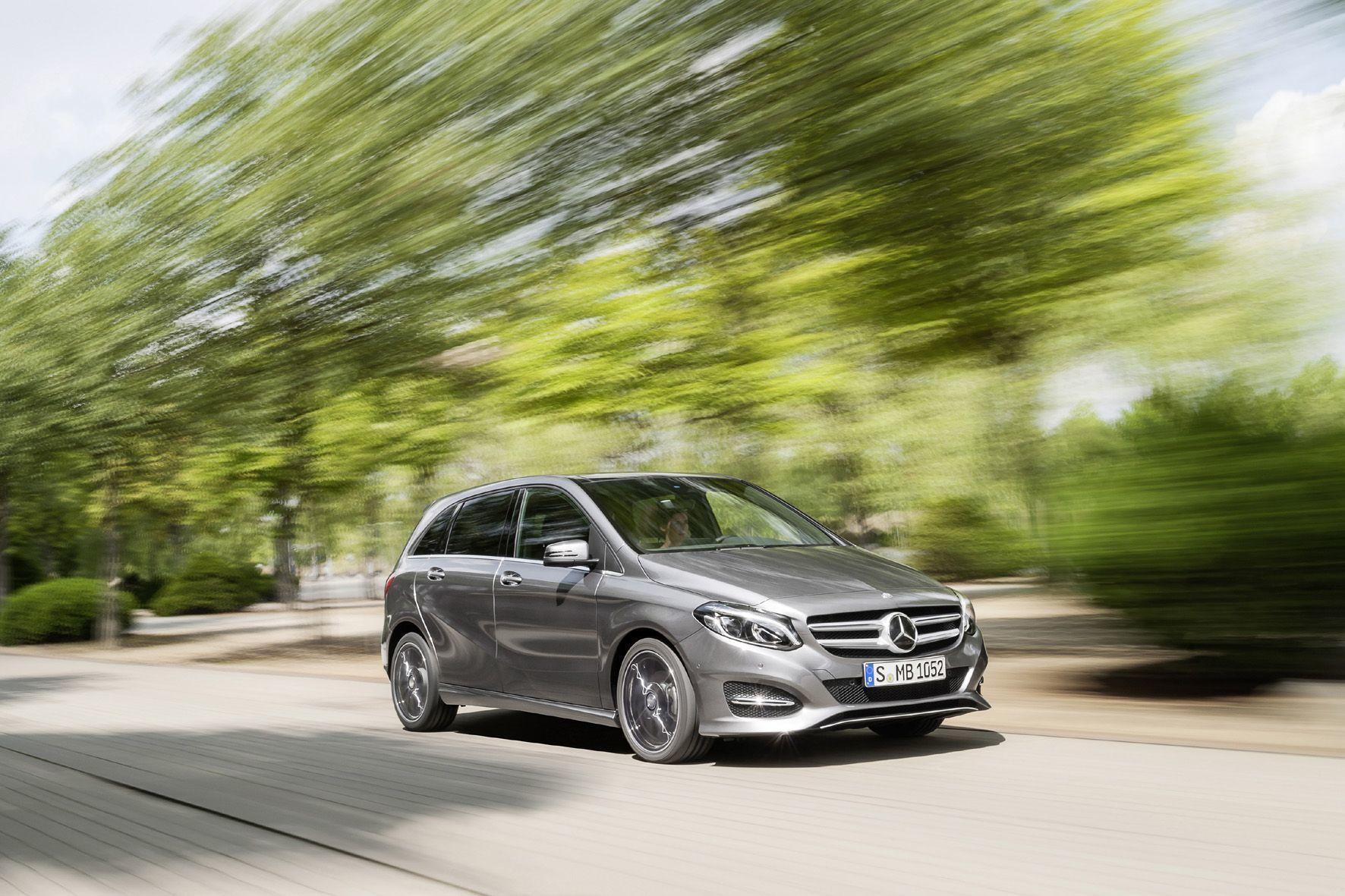 """mid Groß-Gerau - Eine halbe Million Diesel-Fahrzeuge von Mercedes, Opel und VW werden zur """"freiwilligen Serviceaktion"""" gebeten - 150.000 davon in Deutschland."""