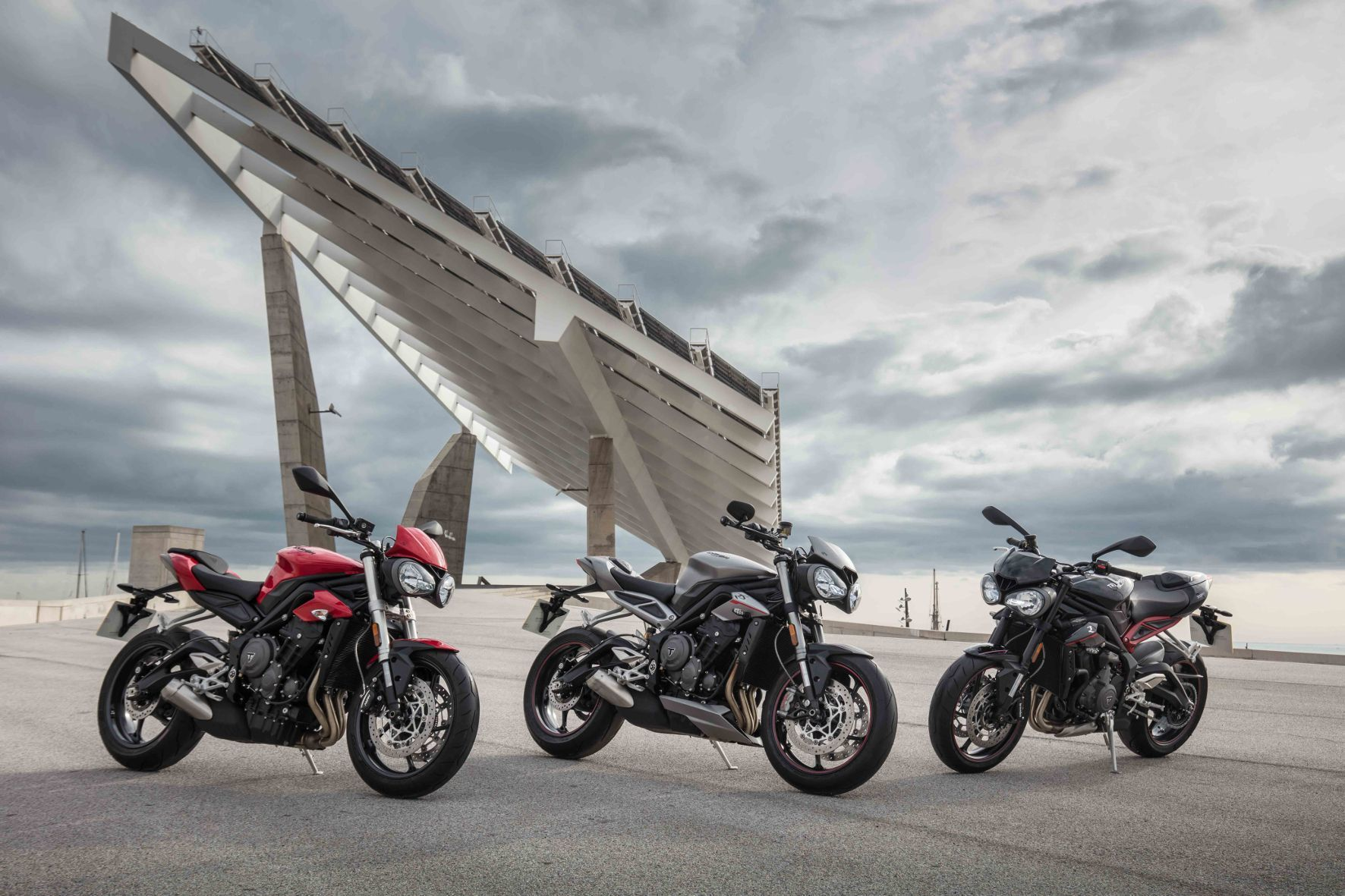 mid Groß-Gerau - Triumphs 2017er Speed Triple-Familie: S, R und RS (v.l.)