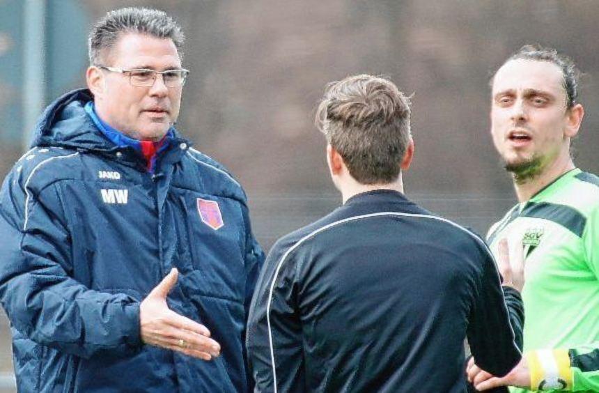 Marcus Wenninger (links), neuer Trainer des Fußball-Oberligisten FSV Hollenbach, startet morgen mit ...