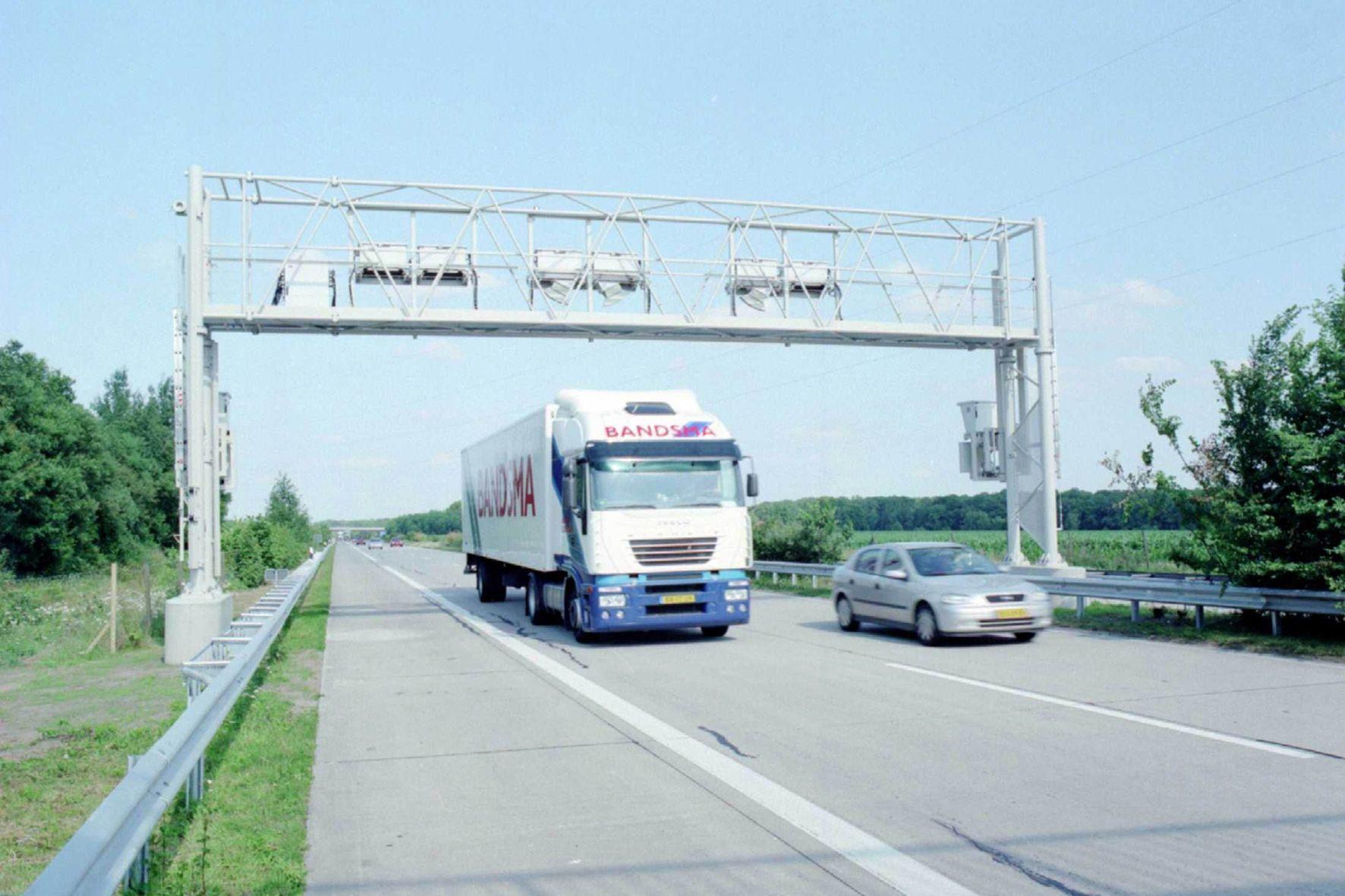 mid Groß-Gerau - 2016 haben schwere Nutzfahrzeuge rund 32,5 Milliarden Kilometer auf deutschen Mautstrecken zurückgelegt.