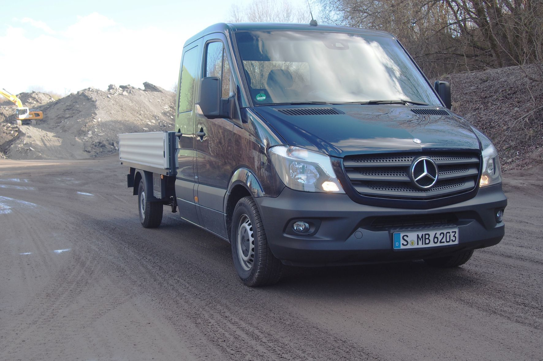 """mid Groß-Gerau - Multitalent für Bauhandwerker: Als """"Doka"""" bringt der Mercedes-Benz Sprinter Mannschaft und Material zur Baustelle."""