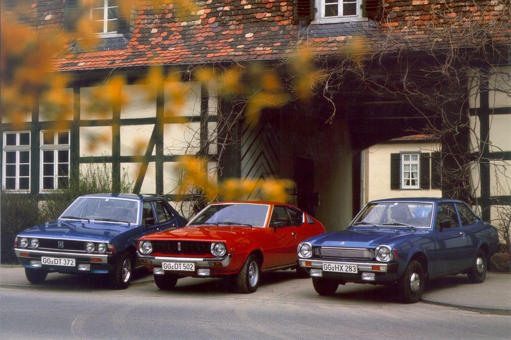 mid Groß-Gerau - Am 7. März 1977 betritt Mitsubishi Motors Company die Auto-Bühne in der Bundesrepublik. Die ersten Modelle sind der Lancer (rechts), der Galant Sigma (links) und das Celeste Coupé.