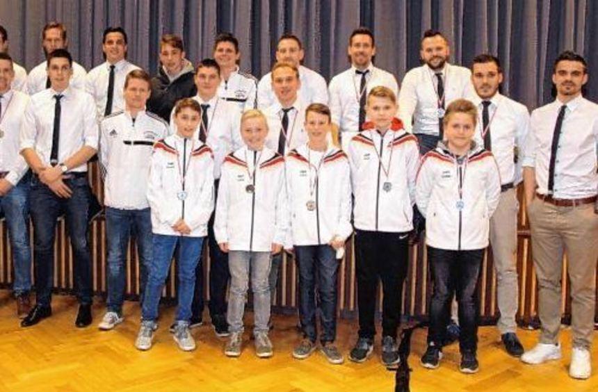 Zahlreiche Sportler wurden am Freitag bei den alljährlichen Vereinsehrungen der Stadt Osterburken ...