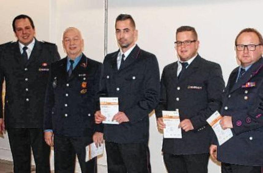 Die Sportabzeichen in Silber wurden an Ingo Arnold, Philipp Retzbach, Andreas Schäller und Jürgen ...
