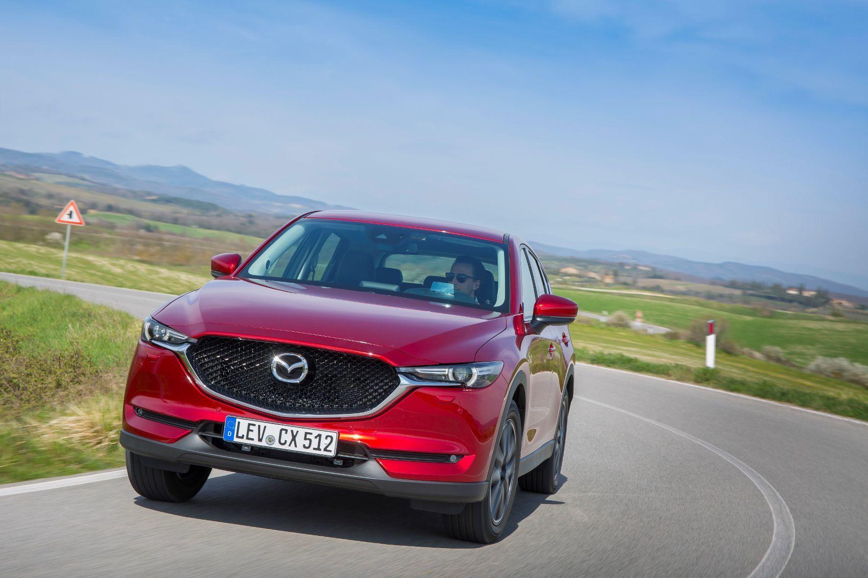 mid Siena - Klare Gene: Auch die Neuauflage des Kompakt-SUV von Mazda ist sofort als CX-5 zu erkennen.
