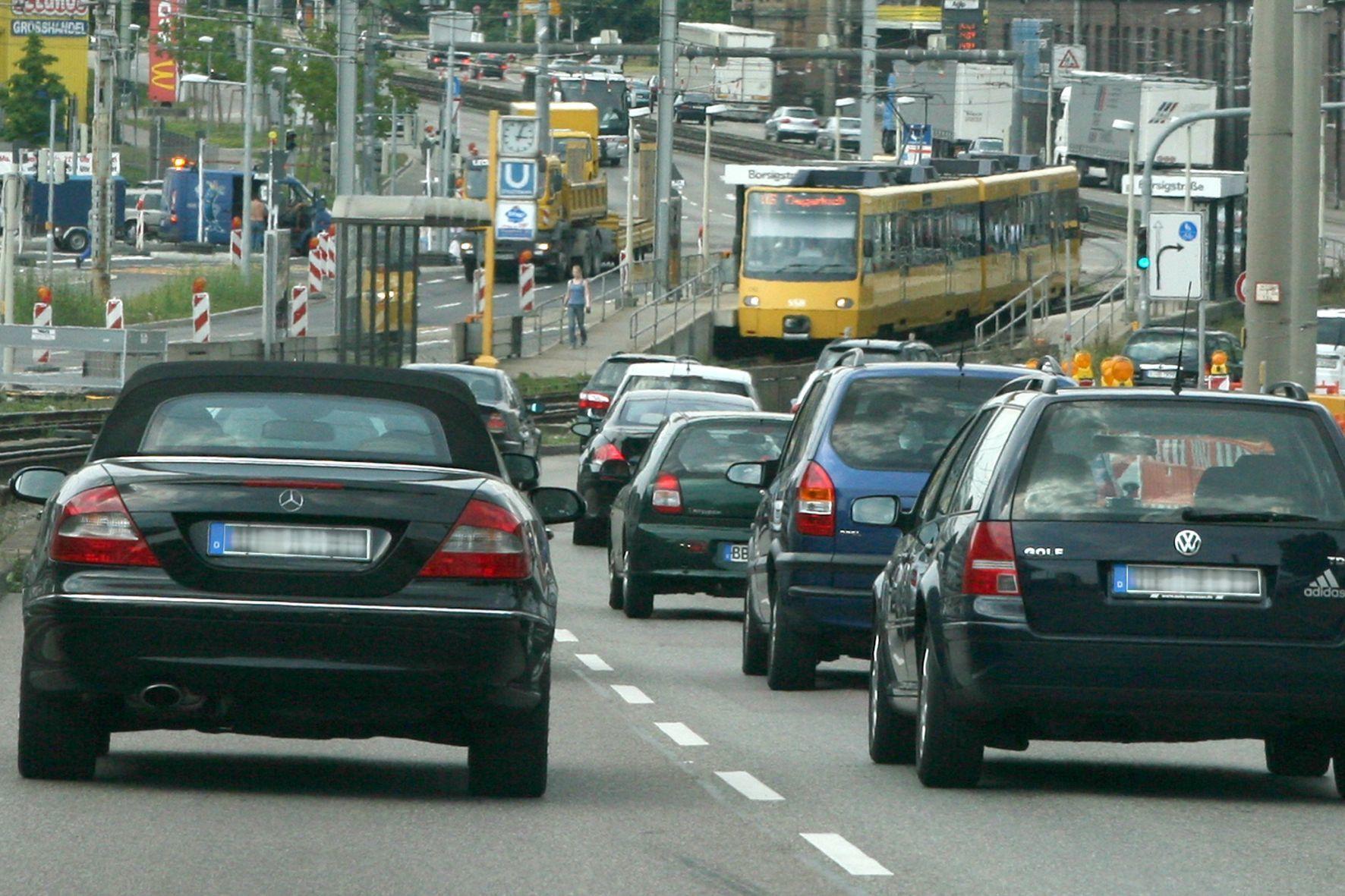 mid Groß-Gerau - Der Verkehr in Städten könnte durch eine Digitalisierung der Parkplätze reduziert werden, weil das Herumfahren und Suchen dann weitestgehend entfallen würde.