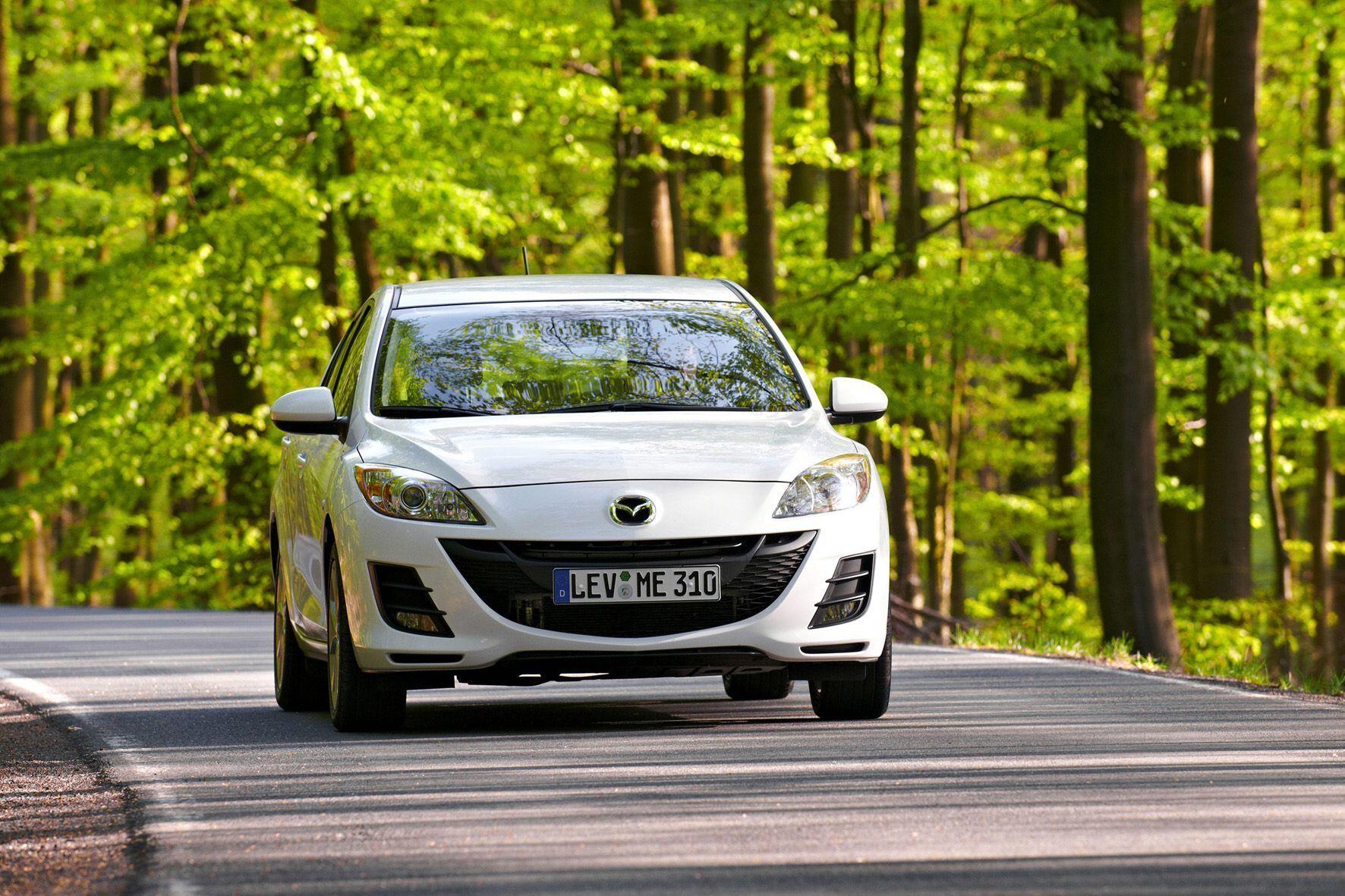 mid Groß-Gerau - Drei ältere Mazda-Modelle - unter anderem der 3er (Foto) - müssen wegen einer zu schwach ausgelegten Sitzverstellung in die Werkstatt.