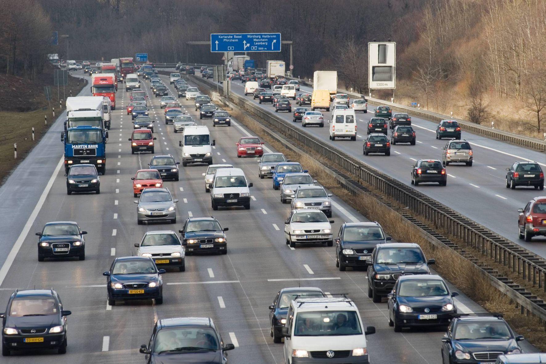 mid Groß-Gerau - Spannende Frage: Wie lange fahren Pkw noch mautfrei über deutsche Autobahnen?