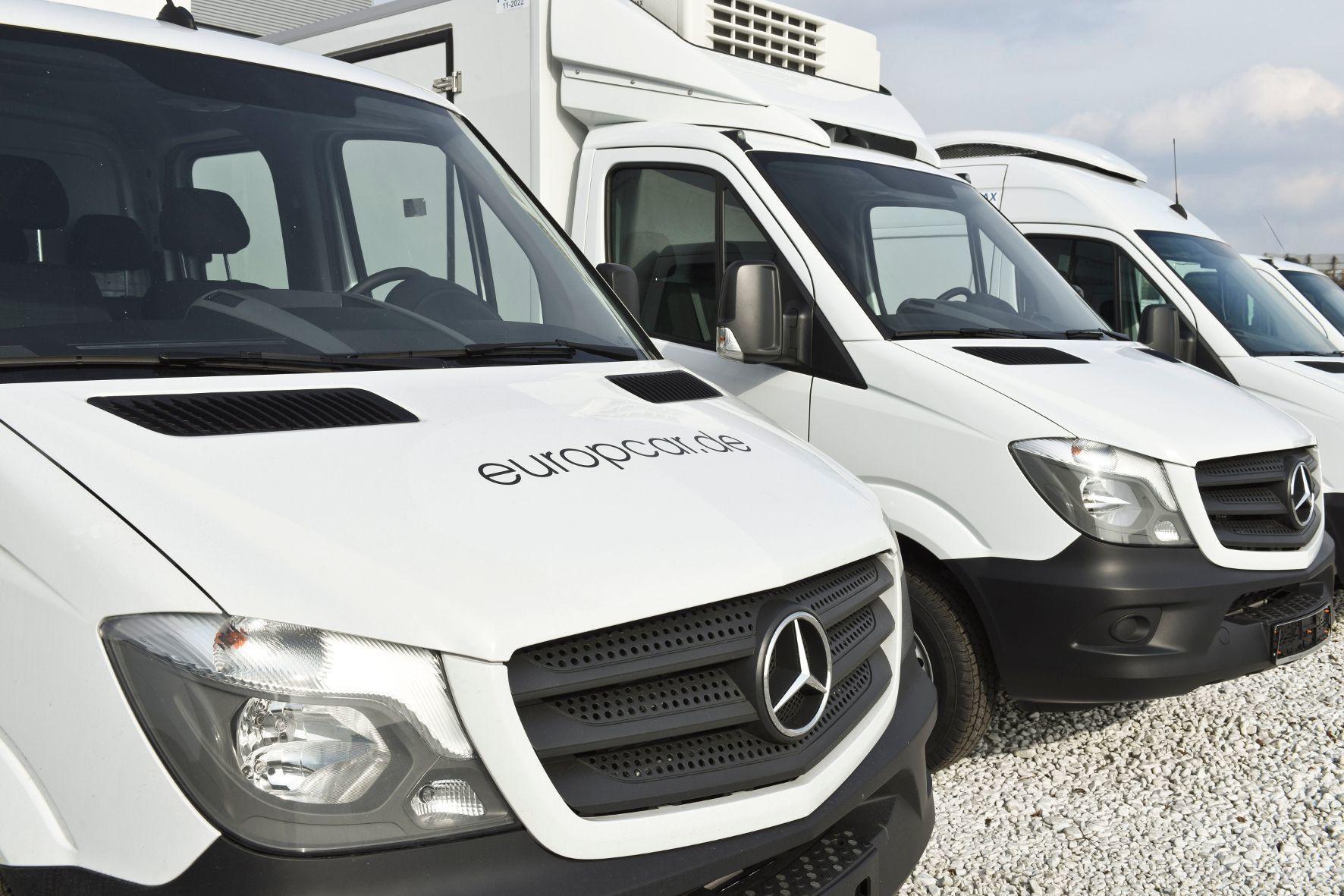 mid Groß-Gerau - Die ersten von mehr als 2.100 Transportern hat Mercedes-Benz jetzt an den Autovermieter Europcar übergeben.