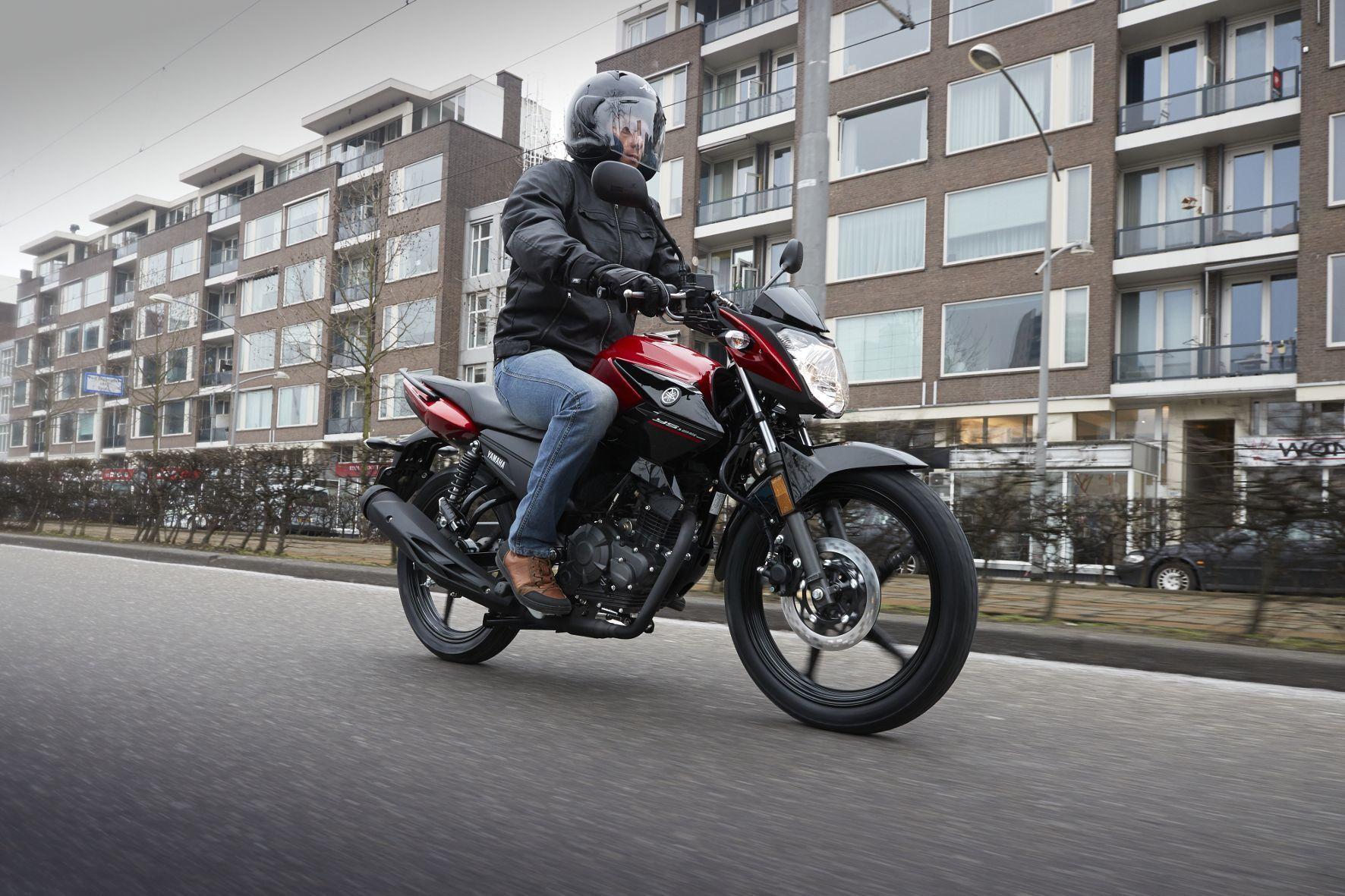 mid Groß-Gerau - Die neue Yamaha YS125 ist flott gestylt und ermöglicht eine angenehm aufrechte Sitzposition.