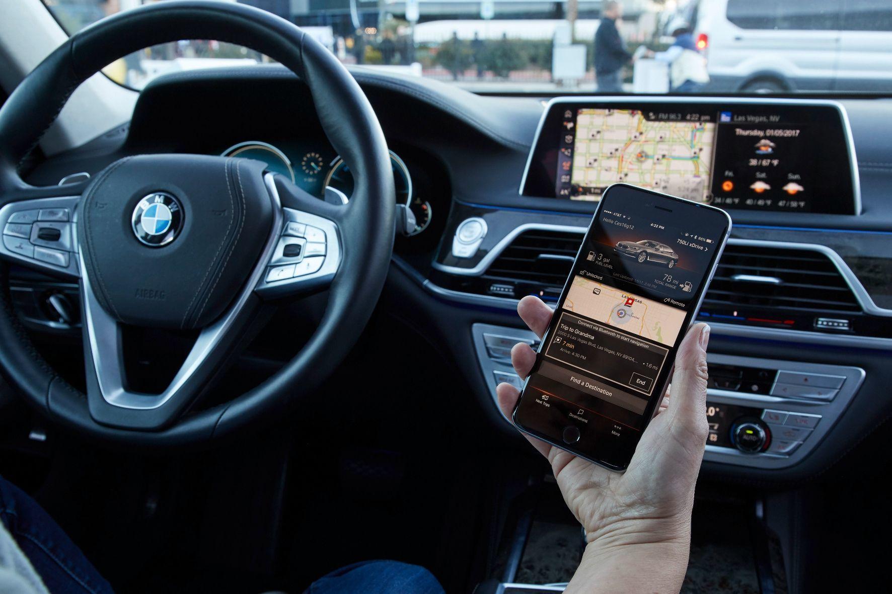 mid Groß-Gerau - Das Auto wird mehr und mehr zum rollenden Smartphone. Das fordert die Kundschaft und die Hersteller stellen sich darauf ein.