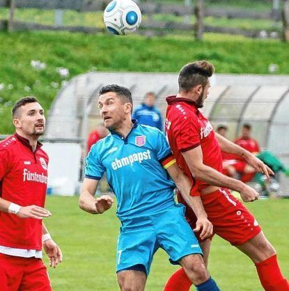 Der FSV Hollenbach (hier Kapitän Martin Kleinschrodt im Spiel gegen den Bahlinger SC) hat mit dem ...