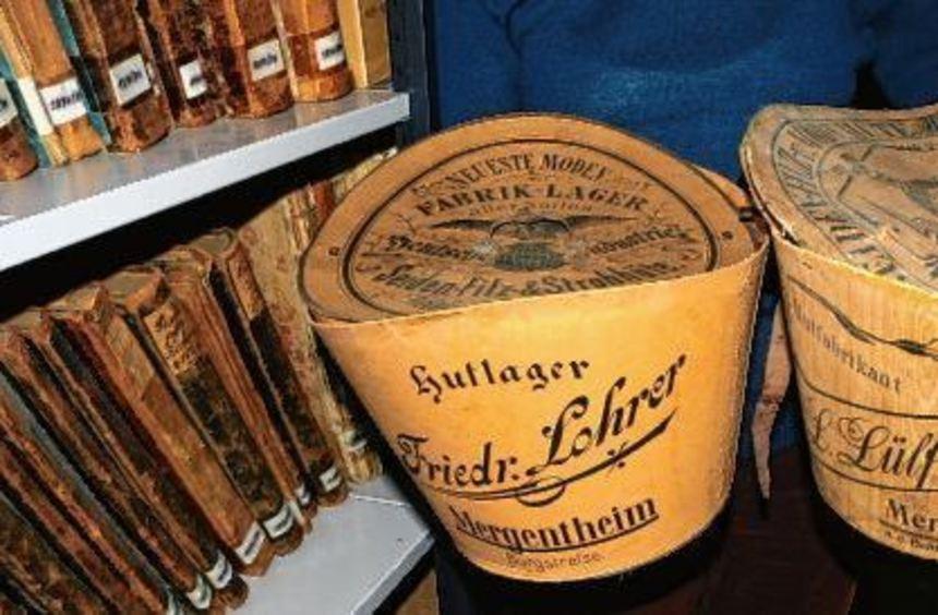 In solchen Schachteln wurden anno dazumal Hüte aufbewahrt. Im Stadtarchiv erinnern sie an Bad ...