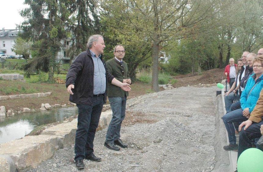 Bürgermeister Roland Burger und der Technische Dezernent Hubert Alois Kieser erklärten die ...