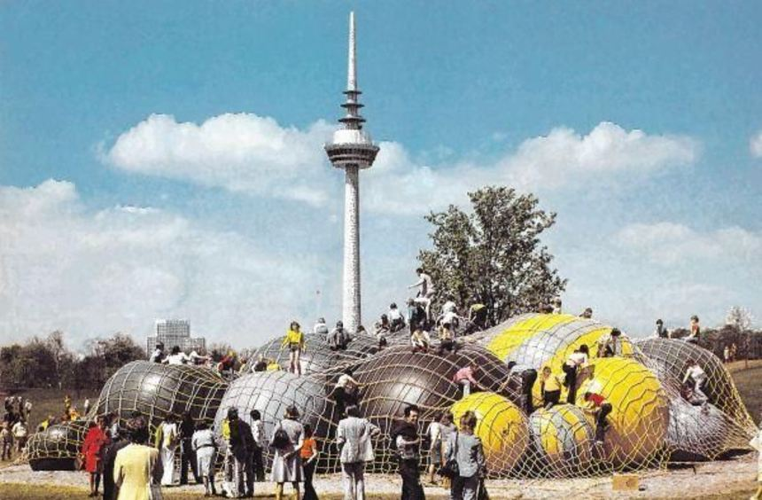 Kindertraum: Kletterbälle im Luisenpark zogen die jungen Besucher der Bundesgartenschau 1975 ...