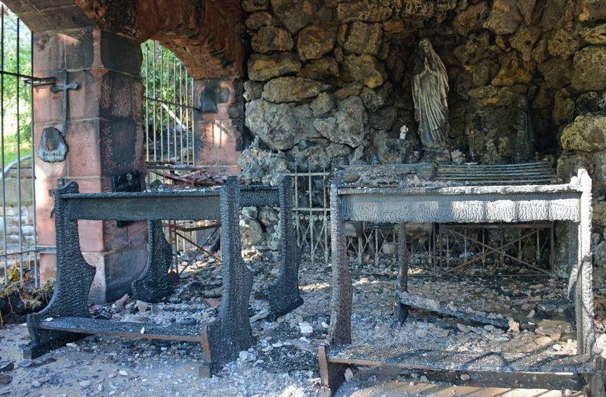 Ein Brand hat am Montagmorgen den Innenraum und das Dach der Lourdes-Grotte am Wallfahrtsplatz ...