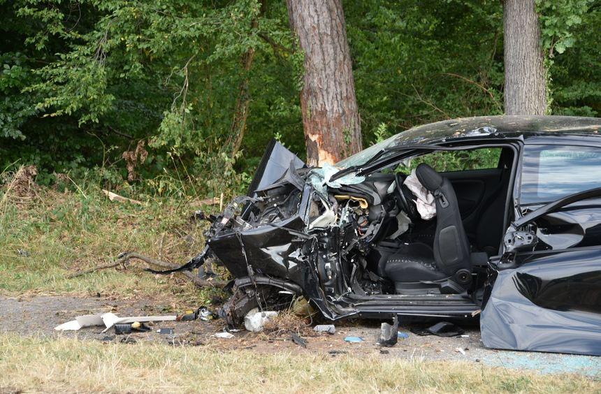Autofahrer Nach Zusammenprall Mit Baum Au 223 Er Lebensgefahr Mannheimer Morgen Fnweb