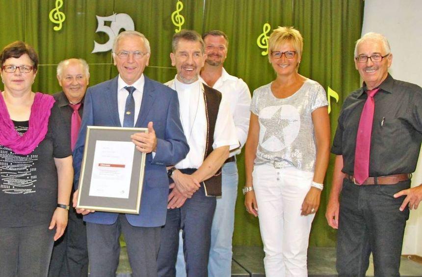 """Mit einem großen Ehrungsabend gratulierte der Gesangverein """"Harmonie"""" Hüngheim Josef Stahl, der die ..."""
