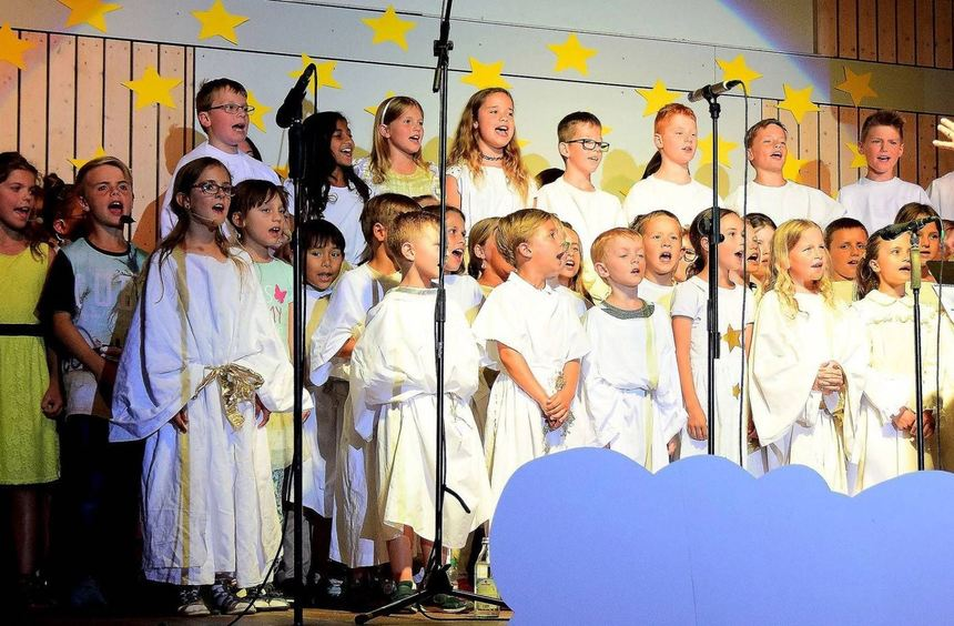 Himmlischer Chor: Mit viel Freude und Elan waren die Schüler der Grundschule am Engelsberg bei der ...