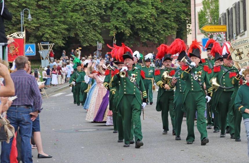 Das Historische Schützencorps nahm am großen Umzug im Rahmen des Landestreffens der Historischen ...
