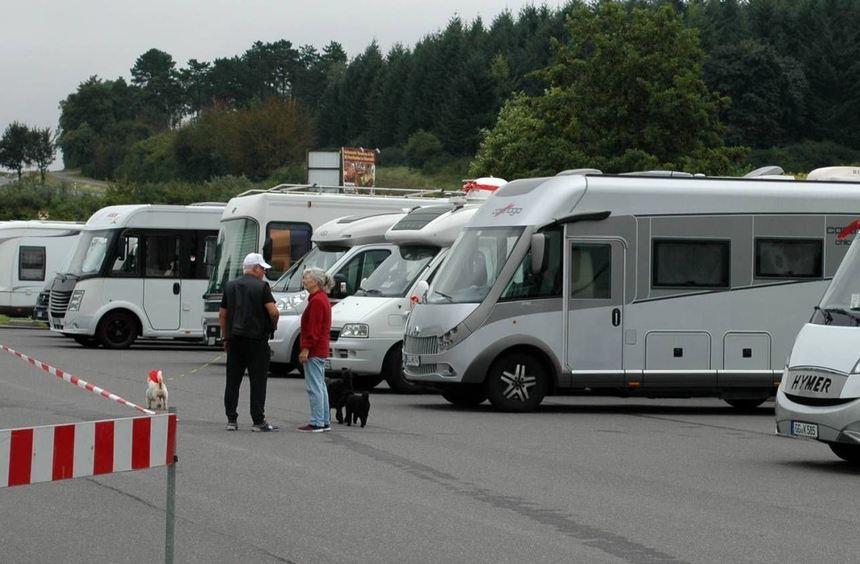Wer gestern im Raum Walldürn unterwegs war, dem begegneten bereits andauernd Wohnmobile - teils aus ...
