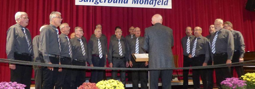 Einen besonderen Liederabend bot der Männerchor des Sängerbunds Mondfeld zum 130-jährigen ...