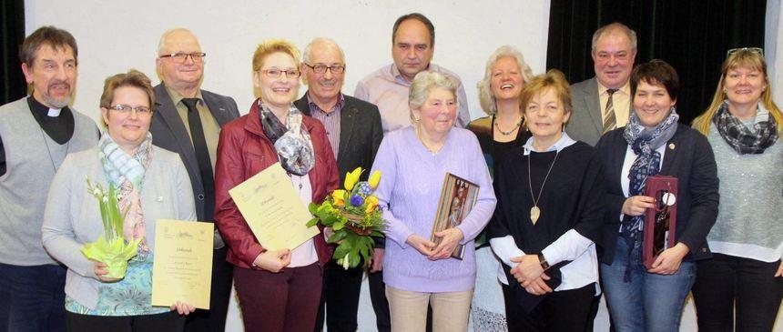 Ehrungen gab es bei Kirchenchor und Gesangverein Ballenberg. Für ihre 65-jährige Mitgliedschaft ...
