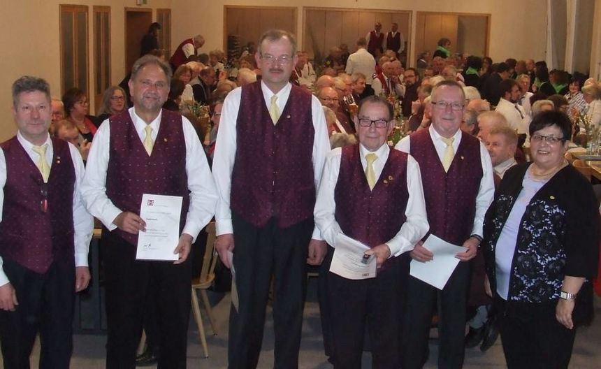 Die Geehrten (von links): Egon Göbel (Vorsitzender), Ewald Hauck, Peter Sack , Gerhard Baumann, ...